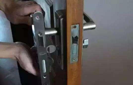 锁芯坏了门打不开怎么办?锁芯拆开的方法是什么?